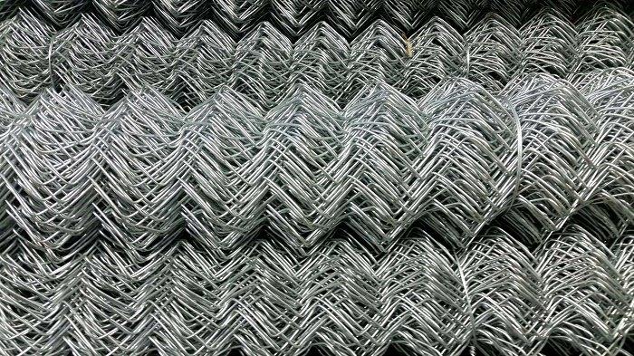 Pītais žogu siets cinkots ruļļos-H-1,5m, 50x50x2mm