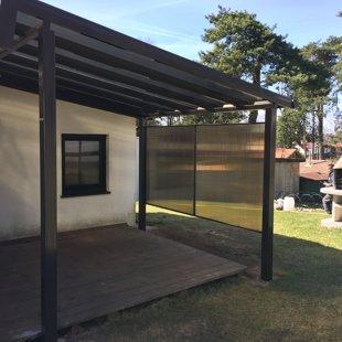 Metāla nojume ar polikarbonāta jumtu