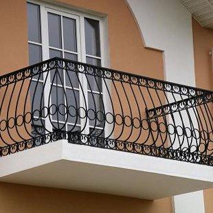 Metāla margas balkonam